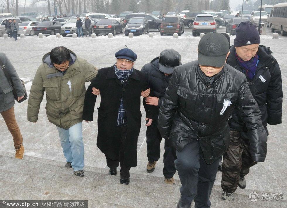 辽宁省沈阳市,著名相声演员王平追悼会在沈阳回龙岗举行.侯耀华