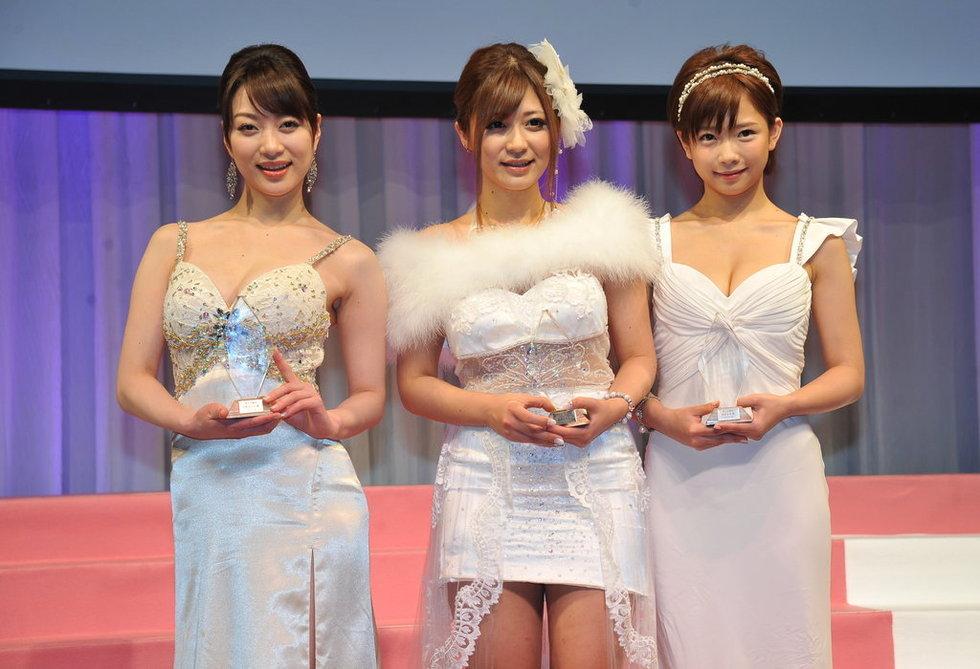 高清:日本av作品颁奖礼举行 女优激动落泪-吉泽明步