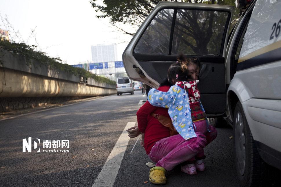 广州城管掐住女商贩脖子暴力执法 - 习金萍 - 【江南style 】美图秀秀非主流