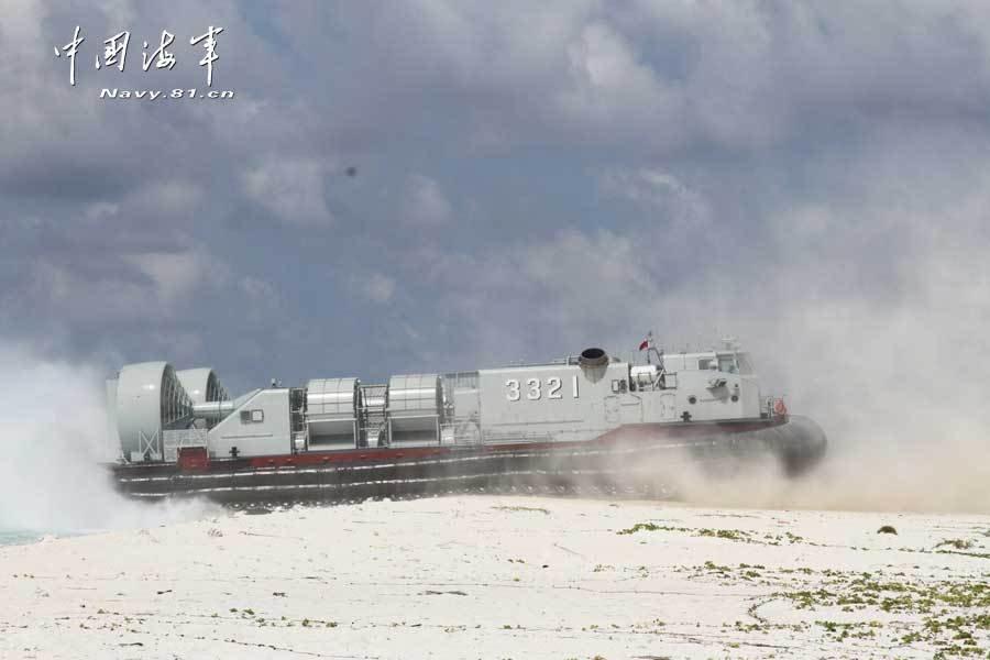 南海舰队联合编队演练大规模立体登岛图片