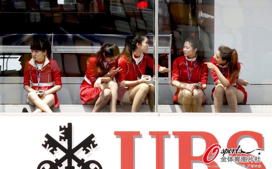 f1中国赛美女如云 女车迷黑丝豹纹夺目