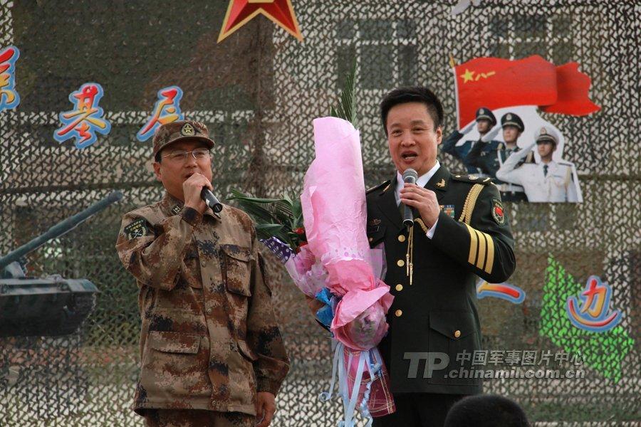 总政歌舞团俊男美女慰问新疆军区战士
