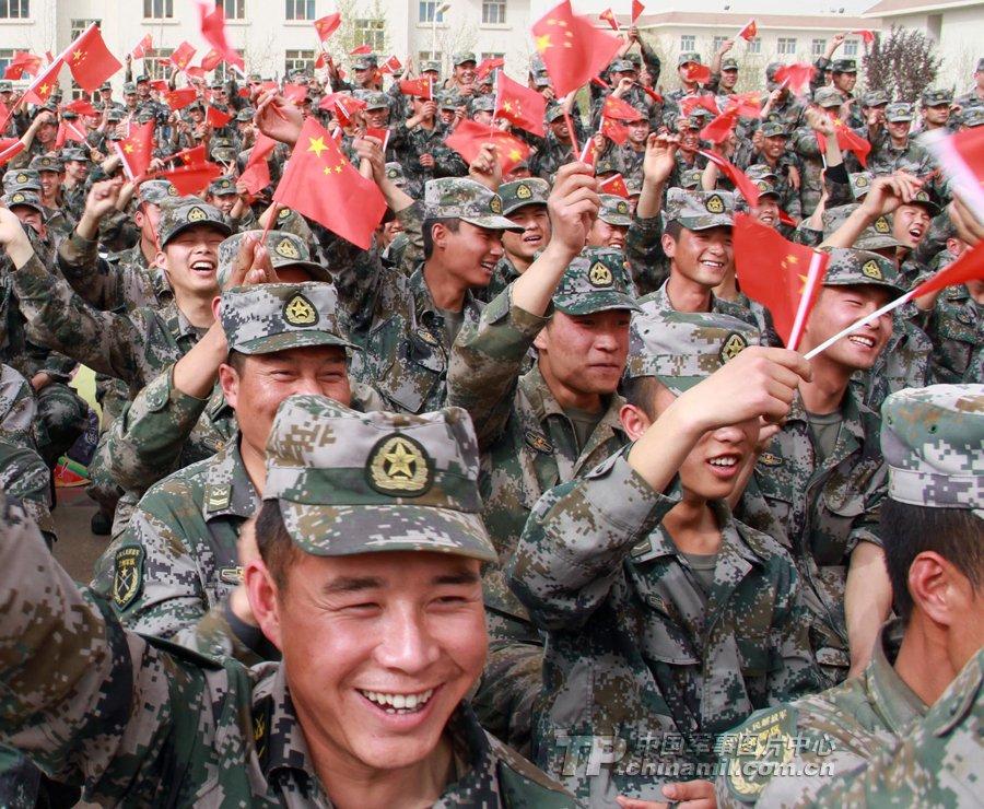 总政歌舞团慰问演出在新疆军区-总政歌舞团俊男美女慰问新疆军区战士