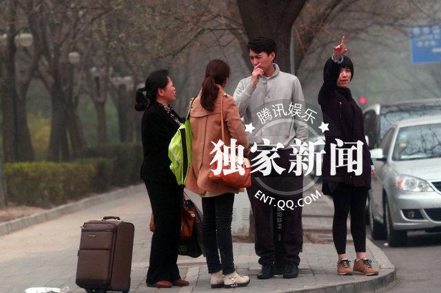 独家:靳东女友曝光+疑双方家人见面好事将近