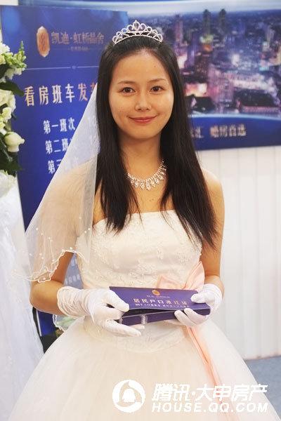 穿婚纱的美女 > 穿婚纱的图片 竖
