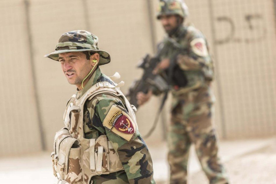 阿富汗特种部队训练移动射击提高作战水平图片