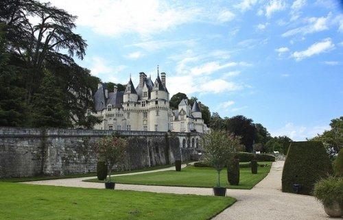 伊夫堡塞城堡(法国昂布瓦兹)昂布瓦兹位于法国巴黎西南约140英里