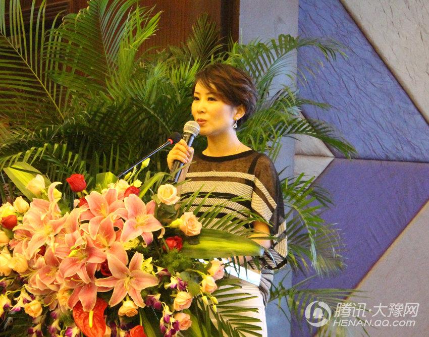 动》新闻发布会主持人-朱冰-高清 赵忠祥加盟河南卫视 称自己半个河