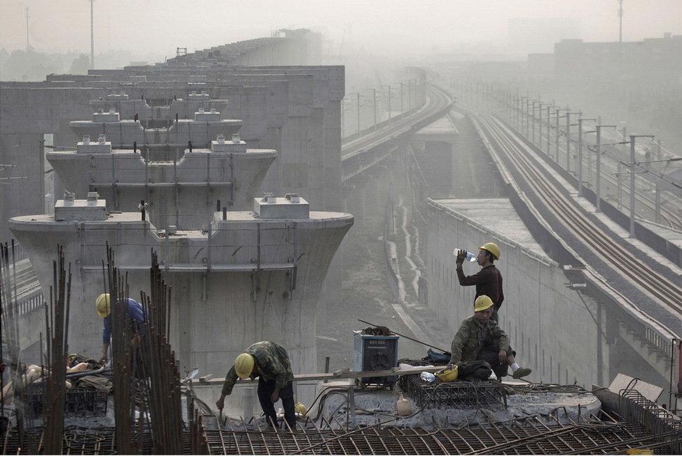 """沪杭高铁杭州段""""固定端刺""""工程主要给运行列车的轨道起"""