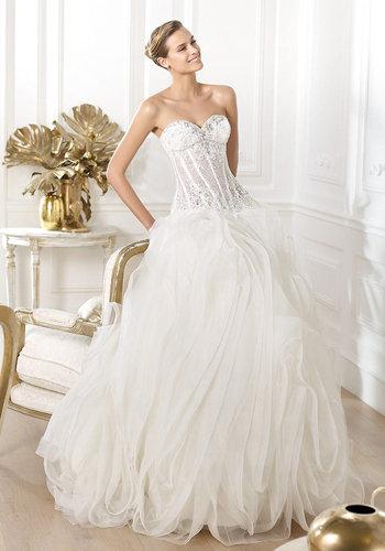 衬托出熟女新娘既成熟、性感又优雅?-立体造型婚纱 让3D效果穿上身