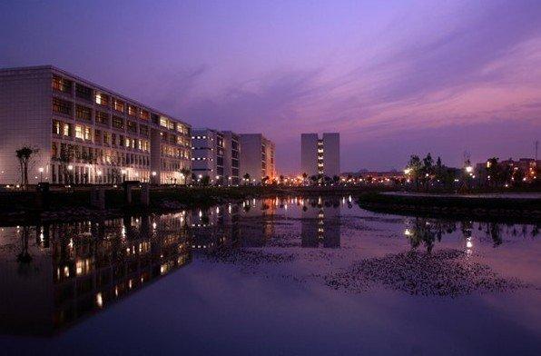 武汉理工大学校园风景图片