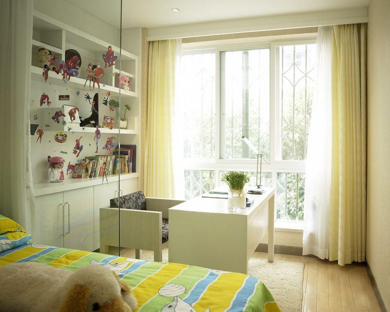 的白色与浅黄色窗帘布艺搭配,加上奶白色书桌,是不是感觉特别的图片
