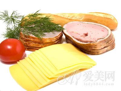 当你购买廉价的酱油、面包、牛肉丸的时候,有没有想过为什么这么
