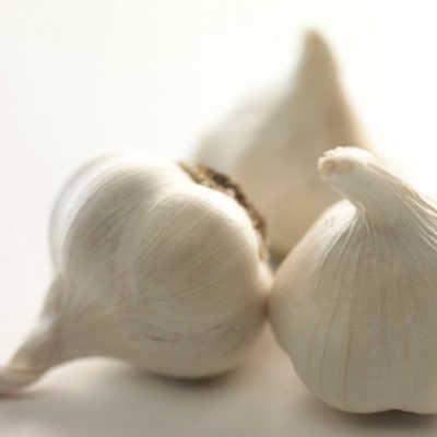 大蒜抑制霉菌感染.研究发现,大蒜素是大蒜中的一种特殊物质,对