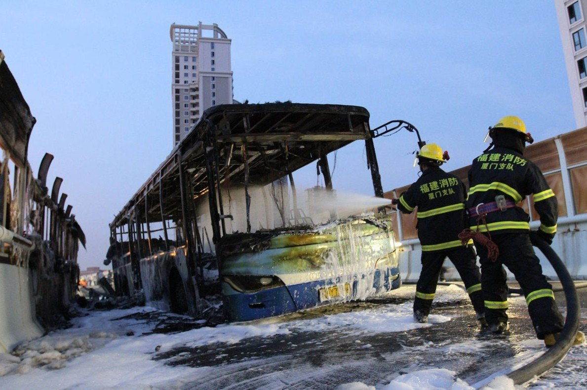 厦门一快速公交起火爆炸