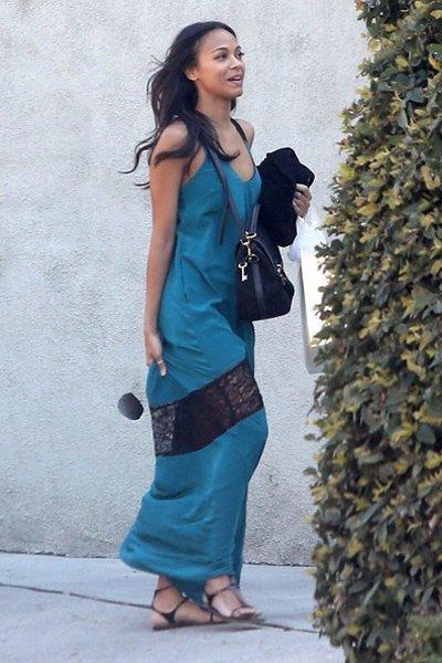 拖地长裙一定是你夏日出游街拍的至IN单品!以最短的时间搭配出迷