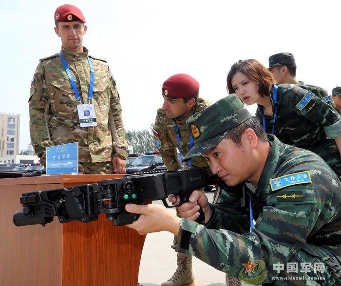 """摄影报道)中国武警部队与俄罗斯内卫部队""""合作—2013""""联合训图片"""