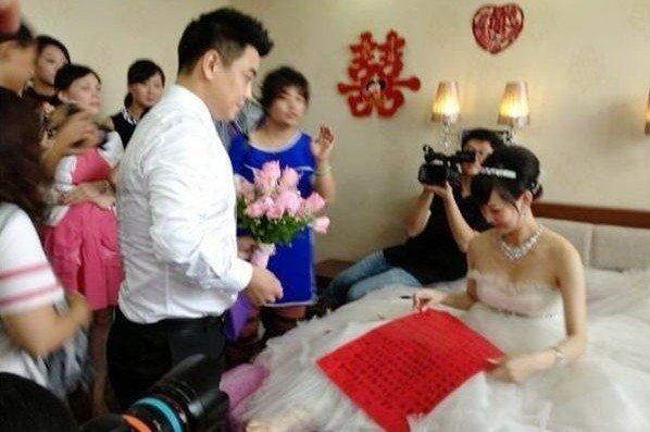 组图:王皓与相恋三年女友大婚