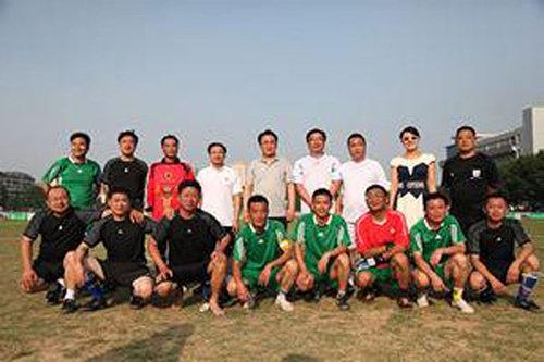 组图:蚌埠市直机关足球赛 市长一人进4球