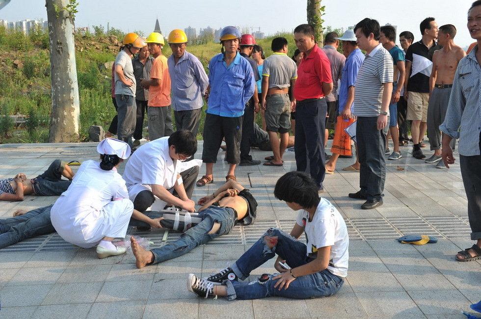 9名少年骑摩托车打闹 一脚踢出三条人命 - 老村长 - 老村长