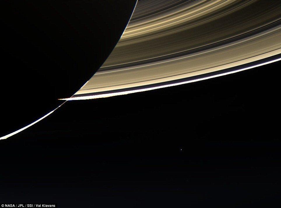 卡西尼号探测器再一次让我们看到地球在深空中的身影
