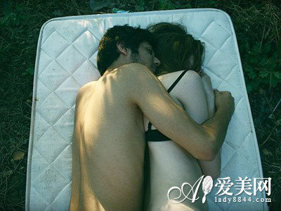 从睡姿检测男女恩爱指数 睡姿反映的问题