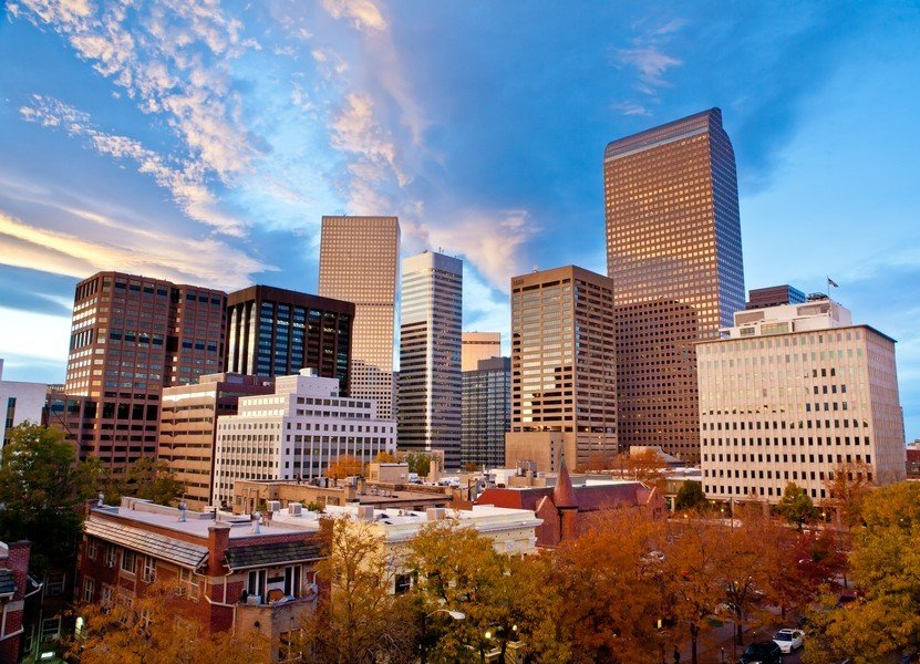 ;科罗拉多州丹佛,人口总数2649400,当地经济总产