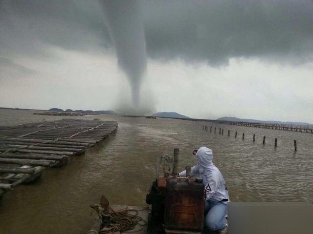 珠海海面现罕见龙卷风
