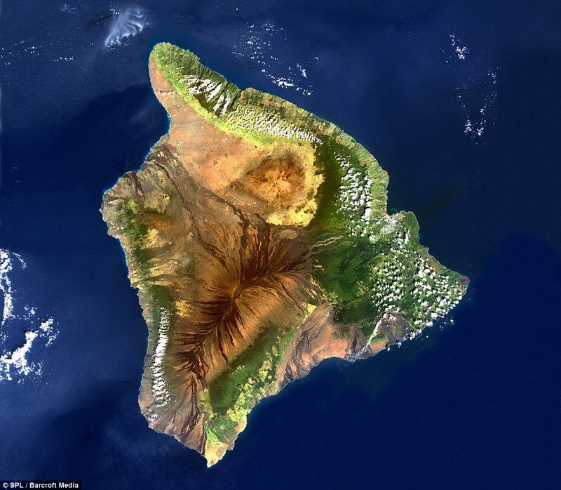 具有生命的岛屿:美国宇航局卫星从高空拍摄夏威夷主岛时,呈现出一个