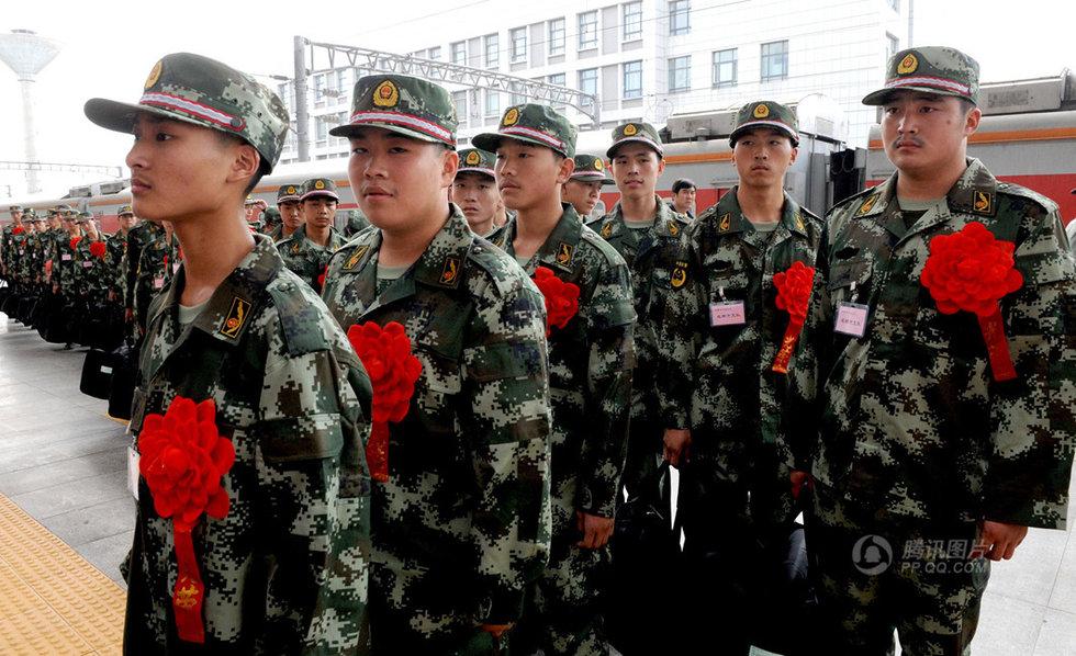 高清:全国各地新兵启程赴军营