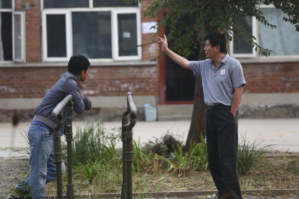 """所以老师是一个学校里最重要的东西.""""图为9月3日清早,燕兆时在图片"""
