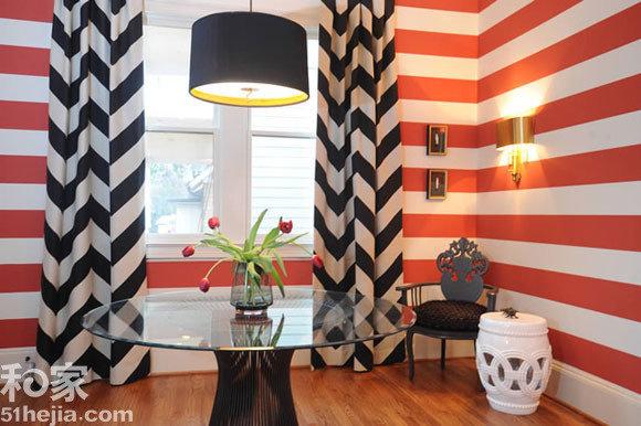 无限度提升室内暖度.窗帘选择了黑白条纹的款式,聚合收拢的窗