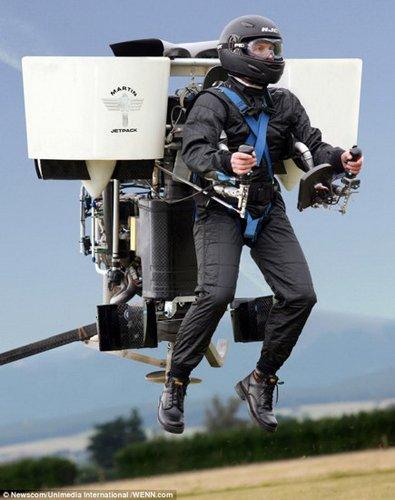 最高时速74公里 全球首款实用喷气背包P12
