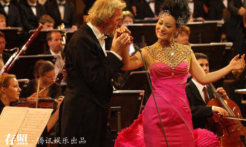 9月,国家一级演员、总政歌舞团独唱演员谭晶,在维也纳金色大厅