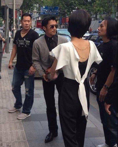 谢霆锋上海投资开酒吧 查看场地老板架势足图片