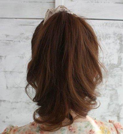 为大家带来一款适合发量少的蓬松发型扎发,小马尾华丽大变身!让