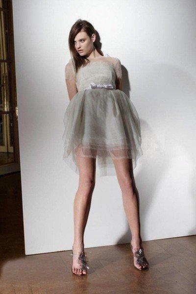 性感短款想到婚纱,很多人的第一印象是一袭长裙拖地.其实,现在长