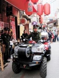 沪首个弄堂消防队成立 四轮消防摩托车显神力