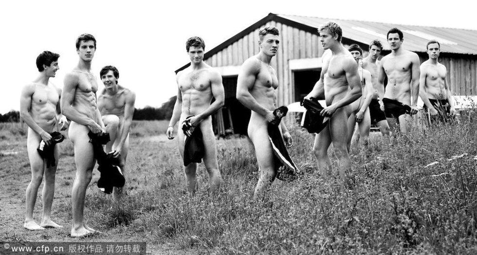 高清:英大学生裸照日历再发新图 激情无限 不同