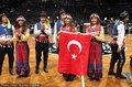 高清:异域风情 土耳其啦啦队助阵篮网主场