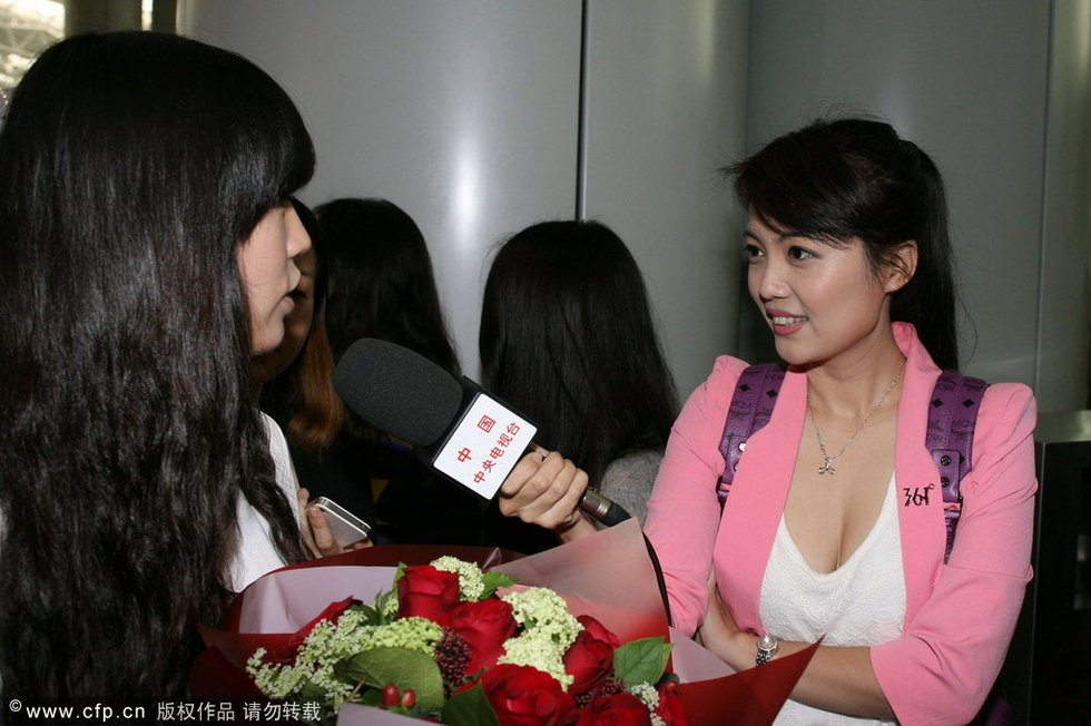 高清:央视美女记者采访首尔fc