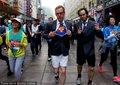 高清:上海马拉松赛 选手另类着装竞相卖萌