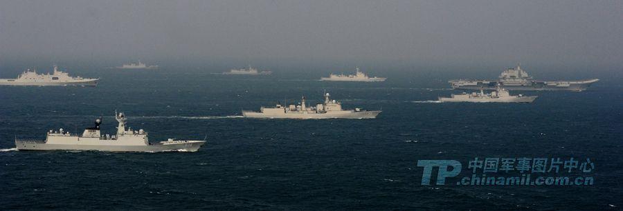 组图:中国第一支航母编队南海航行新图曝光