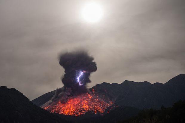 火山喷发的瞬间 - 海阔山遥 - .