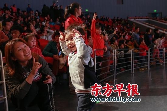 在上海儿童艺术剧场举行中福会儿童文化进万家