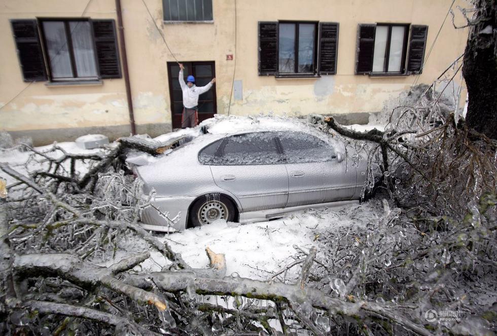 """南欧国家遭雪灾现奇景:城市整个被冰""""封"""" - 新文明之光 - 新文明之光"""