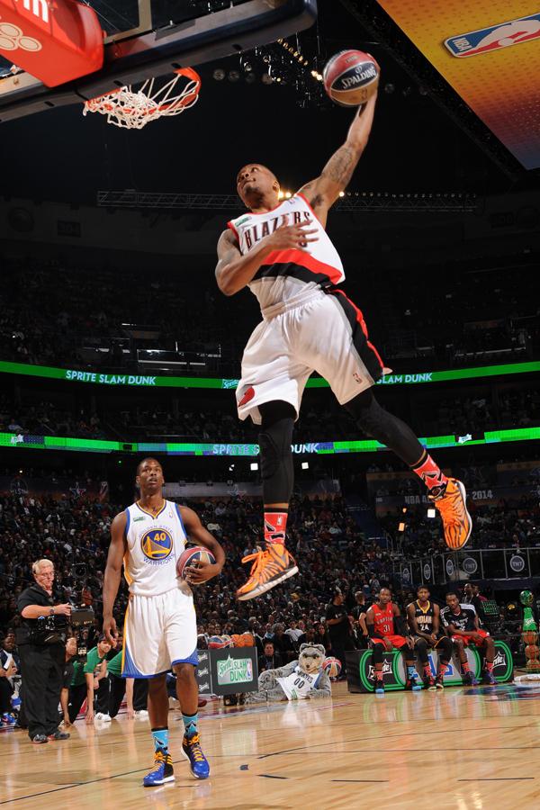 腾讯体育讯 北京时间2月16日,NBA分项赛全面开演,在扣篮大赛决图片