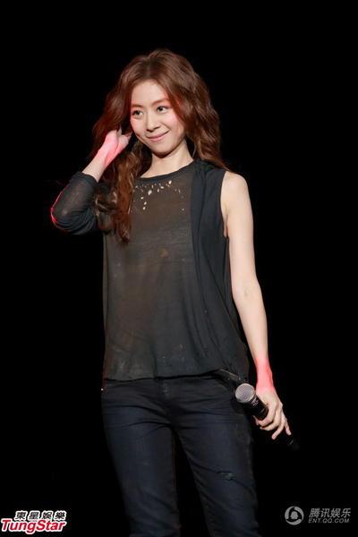 陈绮贞香港开唱超时男友交罚款 否认明年结婚