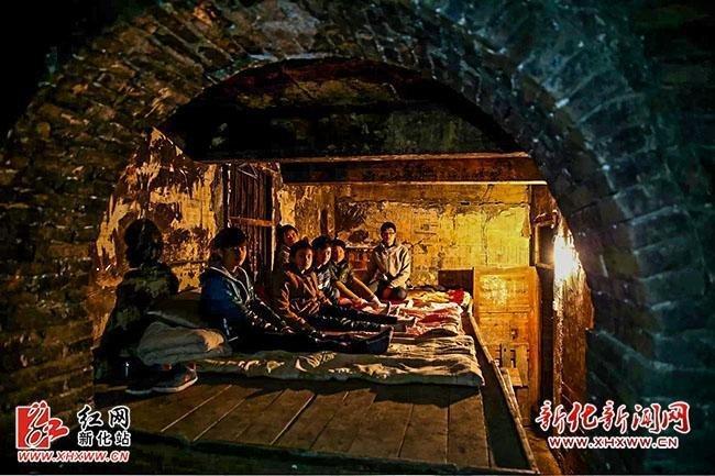 高清图—湖南娄底市新化县炉观镇青山中学寝室堪比窑洞