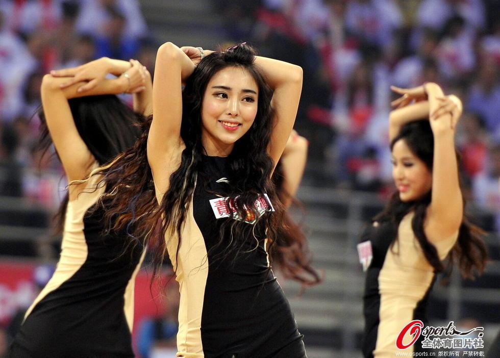 CBA总决赛啦啦队旗袍美腿冷艳球迷助威--新疆网--新疆门户regards中文